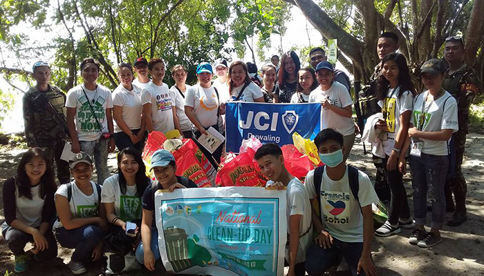 JCI Duwaling Participants in National Clean Up Day